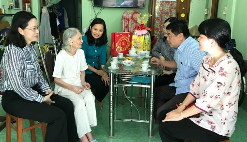 Thăm, tặng quà nhân dịp Tết Trung thu và Quốc tế người cao tuổi năm 2020