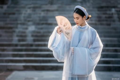 Hoa khôi Đoàn Hồng Trang khoe sắc với lễ phục thời Nguyễn