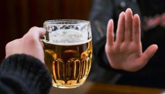 Lôi kéo, ép buộc người khác uống rượu bia sẽ bị phạt đến một triệu đồng