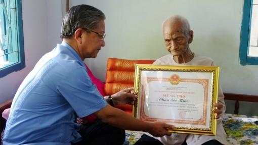 Chúc thọ 3 cụ người Khmer trên 100 tuổi