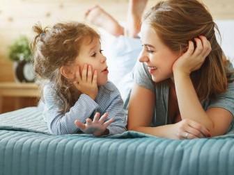 Cách lắng nghe giúp cha mẹ tiến vào thế giới của con trẻ