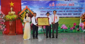 Ô Long Vĩ nhận bằng công nhận xã đạt chuẩn nông thôn mới