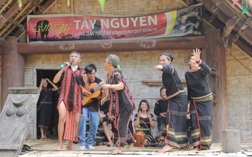 """""""Giai điệu núi rừng"""" tại Làng Văn hóa – Du lịch các dân tộc Việt Nam"""