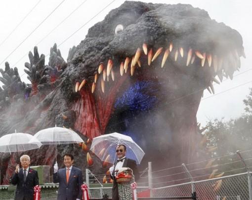 Ra mắt bức tượng Godzilla 'kích thước thật' đầu tiên trên thế giới