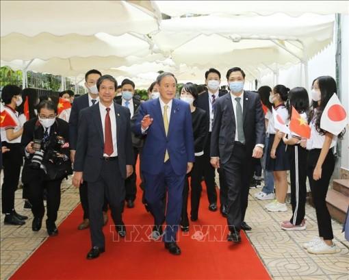 Thủ tướng Nhật Bản Suga Yoshihide gặp gỡ sinh viên Trường Đại học Việt - Nhật