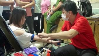 Hơn 200 đoàn viên thanh niên, công nhân viên chức, lao động Tịnh Biên tham gia hiến máu cứu người