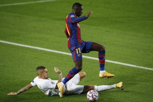 Sao 17 tuổi 'khai hỏa' Champions League, Barcelona đè bẹp Ferencvaros