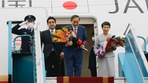 Thủ tướng Nhật Bản kết thúc tốt đẹp chuyến thăm chính thức Việt Nam