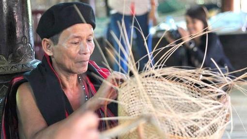 Nghề đan lát truyền thống Cơ Tu - đừng để chìm trong hoài niệm