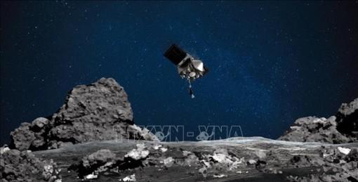 NASA công bố hình ảnh thu thập mẫu vật trên tiểu hành tinh Bennu