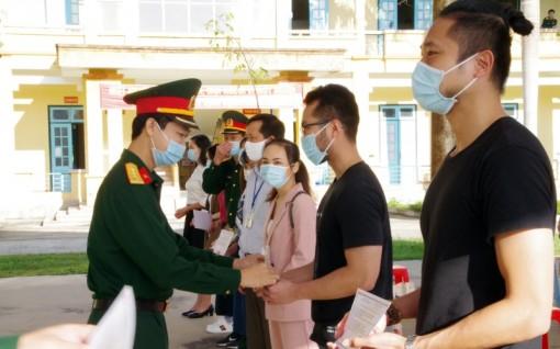 70 công dân trở về từ Nhật Bản hoàn thành thời gian cách ly tại Hòa Bình