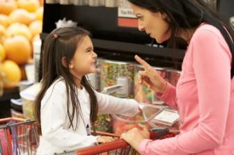 5 hành vi xấu trẻ dễ mắc phải khi cha mẹ mê dùng điện thoại thông minh