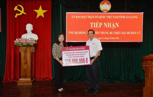 Tiếp nhận trên 280 triệu đồng ủng hộ đồng bào các tỉnh miền miền Trung bị thiên tai