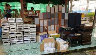 Trạm Cảnh sát Giao thông Châu Phú bắt hàng lậu
