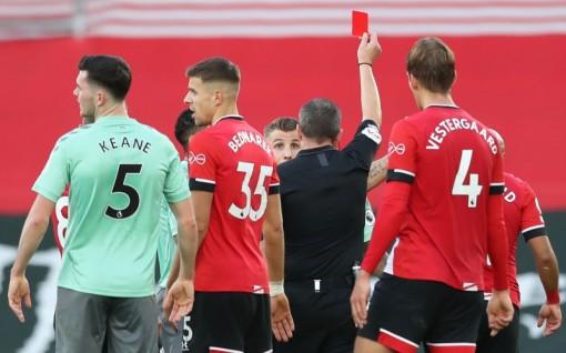 Southampton quật ngã Everton 2-0