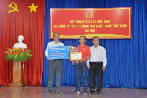 Châu Thành tiếp nhận 22.000 phần quà tặng học sinh có hoàn cảnh khó khăn