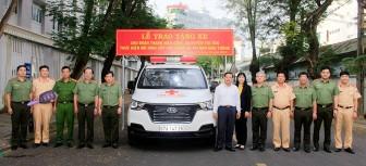 Tặng xe cứu thương chuyên dùng hỗ trợ cấp cứu người bị tai nạn giao thông