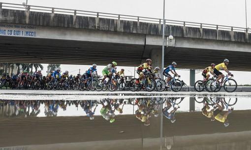 Giải xe đạp VTV thi đấu chặng 4, TP. Sầm Sơn (Thanh Hóa) – TP. Vinh (Nghệ An)