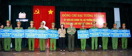 Bộ trưởng Bộ Công an Tô Lâm biểu dương các thành tích của Công an tỉnh An Giang