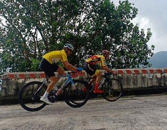 Giải Xe đạp VTV thi đấu chặng 6: Tay đua Nguyễn Quốc Bảo bất ngờ đoạt áo chấm đỏ