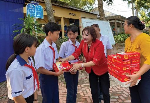Nữ doanh nhân tích cực tham gia công tác xã hội - từ thiện