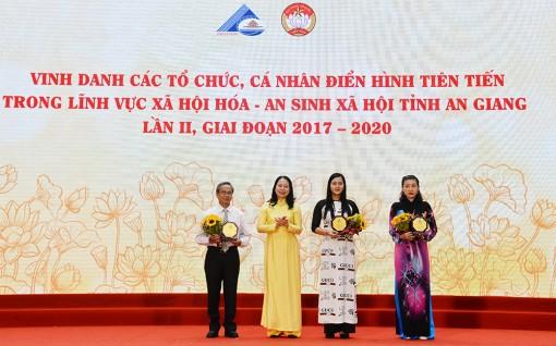 An Giang vinh danh 330 tổ chức, cá nhân có nhiều đóng góp trong lĩnh vực xã hội hóa và an sinh xã hội