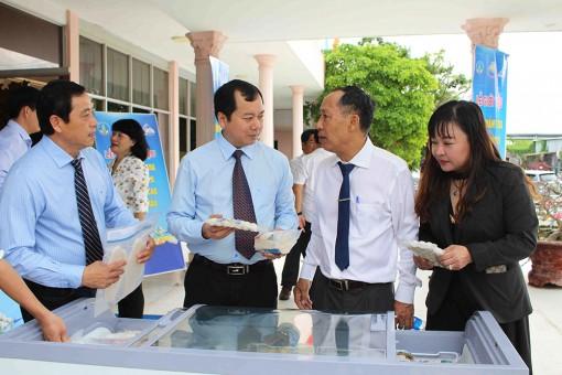 Tập đoàn Nam Việt xuất khẩu lô hàng cá tra đầu tiên nuôi theo công nghệ cao xuất ra thị trường thế giới