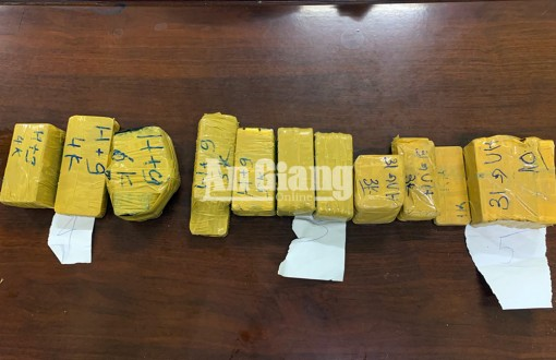 Công an tỉnh An Giang bắt vụ vận chuyển 51kg kim loại nghi là vàng qua biên giới