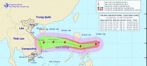 Siêu bão Goni bất ngờ giảm cấp khi đi vào Biển Đông ngày 2-11