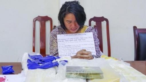 Nữ quái ở Điện Biên buôn 50.000 viên ma túy cùng 1 bánh heroin