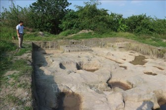 Khai quật khảo cổ tại khu vực gò Dền Rắn thuộc Di chỉ khảo cổ học Vườn Chuối