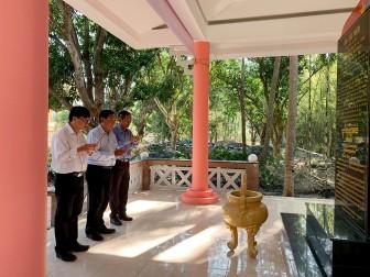 Viếng nơi ra mắt Mặt trận Dân tộc thống nhất Việt Nam tỉnh An Giang