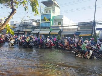 TP. Long Xuyên: Ùn tắc giao thông trên đường Trần Hưng Đạo