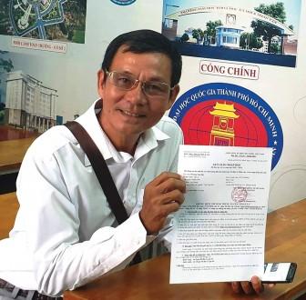 Người mê sách và tấm giấy báo trúng tuyển đại học ở tuổi 60