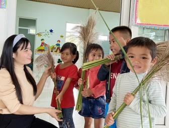 Những cô giáo ngược núi dạy chữ