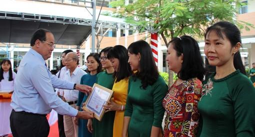 Chủ tịch UBND tỉnh An Giang Nguyễn Thanh Bình dự họp mặt ngày Nhà giáo Việt Nam tại Trường THPT Chuyên Thoại Ngọc Hầu