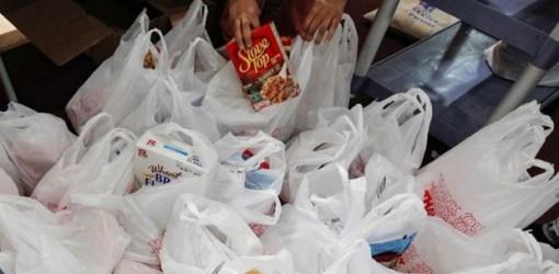 Dịch COVID-19: Robot đóng gói thực phẩm trong dịp Lễ Tạ ơn tại Mỹ