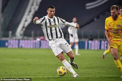 Ronaldo lập cú đúp, Juventus phả hơi nóng vào gáy Milan