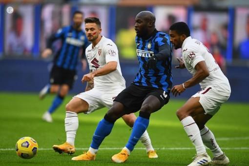 Sanchez, Lukaku giúp Inter lội ngược dòng ngoạn mục