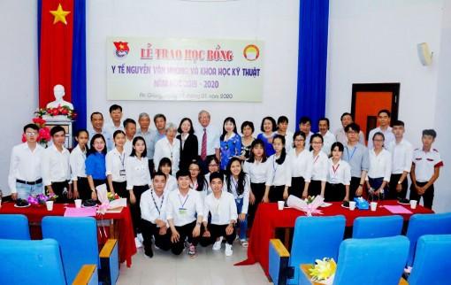 """Thông báo """"Xét cấp học bổng Y tế Nguyễn Văn Hưởng và học bổng Khoa học- kỹ thuật năm học 2020-2021"""""""