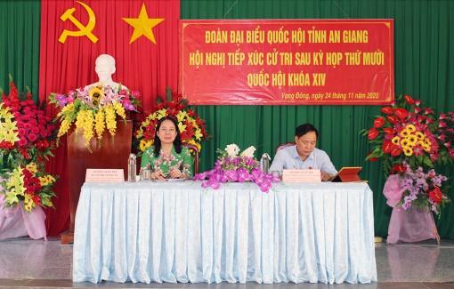 Bí thư Tỉnh ủy An Giang Võ Thị Ánh Xuân tiếp xúc cử tri sau kỳ họp thứ 10, Quốc hội khóa XIV