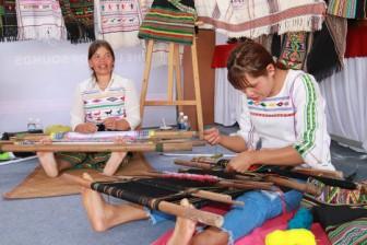 Giữ cho được giá trị thổ cẩm Việt Nam