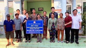 Ủy ban Trung ương MTTQVN hỗ trợ 320 triệu đồng cho 8 hộ bị hỏa hoạn ở Châu Đốc