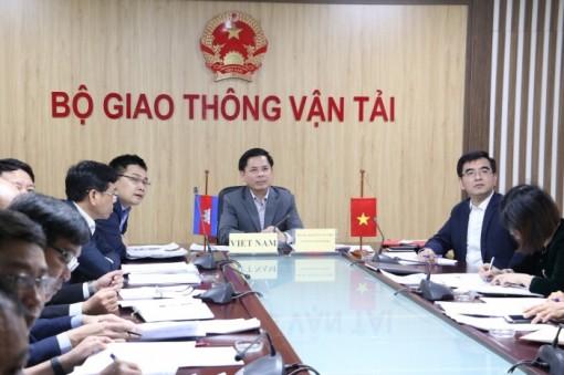 Việt Nam - Campuchia thống nhất tăng cường vận tải qua biên giới