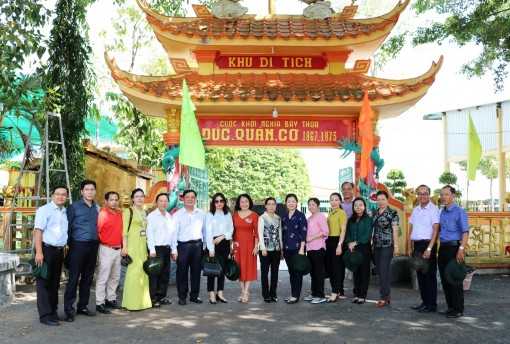 Đoàn công tác Ủy ban Trung ương MTTQVN tham quan Dinh Sơn Trung