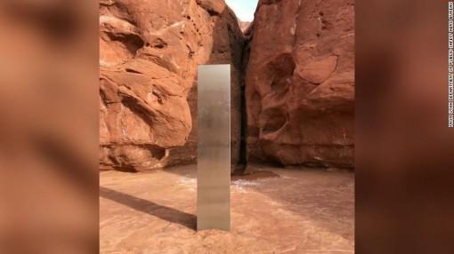 Khối kim loại bí ẩn bên trong sa mạc ở Mỹ