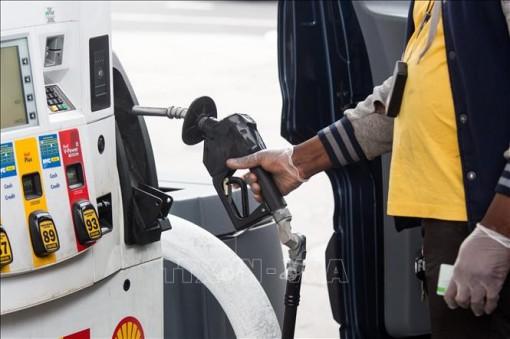 Giá dầu mỏ thế giới tăng lên mức cao nhất kể từ tháng 3-2020