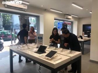 Bán iPhone 12 tại Việt Nam: Khan hàng chính hãng, khách phải đợi giữa tháng 12
