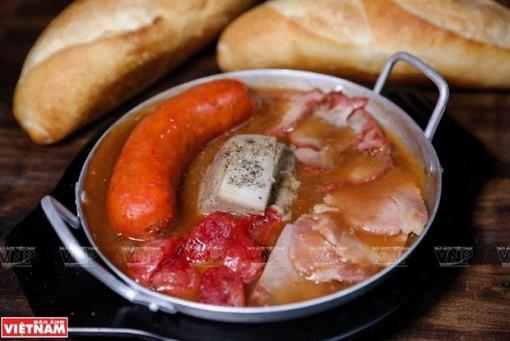 Bánh mỳ chảo Hà Nội - món ăn hấp dẫn, chinh phục vị giác thực khách