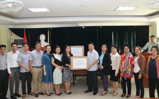 Hỗ trợ khẩu trang y tế cho kiều bào tại Lào